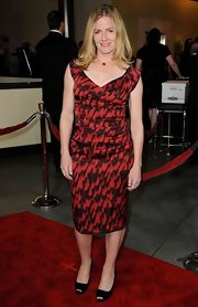 Elisabeth Shue looked ladylike at the DGA Awards in black square toe peep toes.