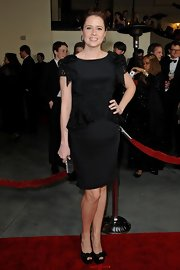 Jenna Fischer gave herself a boost with black Casadei triple platform peep toes adorned with ladylike bows.