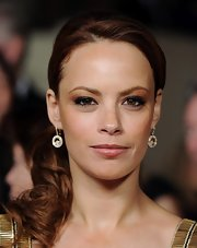 Berenice Bejo wore a pair of happy diamond gold drop earrings featuring over 202 diamonds at the 64th Annual Directors' Guild Awards.