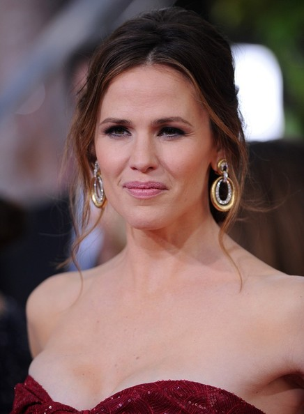 More Pics of Jennifer Garner Messy Updo (5 of 13) - Hair Lookbook - StyleBistro