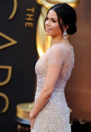 Jenna Dewan-Tatum was a classic beauty at the Oscars wearing this center-parted loose bun.