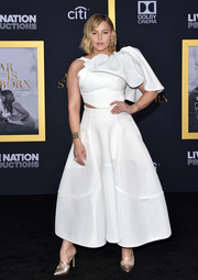 Abbie Cornish styled her dress with strappy gold pumps by Sarah Flint.