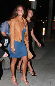 Eva la Rue finished off her fashionable attire with nude strappy sandals.