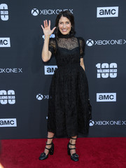 Lisa Edelstein was classic in a little black lace dress at the 'Walking Dead' 100th episode celebration.