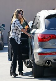 Jessica Alba exuded effortless glam in black trouser jeans and a loose blouse.