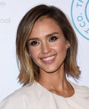 Jessica Alba is ready for sunny summer weather with this lovely bob.