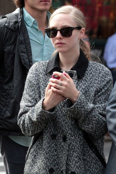 More Pics of Amanda Seyfried Wayfarer Sunglasses (3 of 21) - Amanda Seyfried Lookbook - StyleBistro