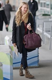 Amanda showed off a deep purple shoulder bag while hitting the Los Angeles airport.