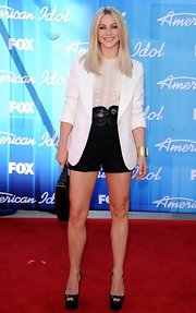 Julianne Hough wore a crisp white notch collar blazer to the 2012 'America Idol' finale.
