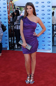 Antonella looked glamorous in a pretty purple cocktail dress with ruched detailing and an embellished shoulder.