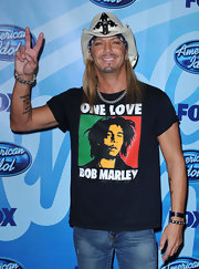 Bret showed off his unique tattoo while attending the American Idol finale.