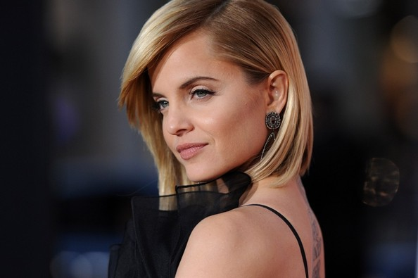 More Pics of Mena Suvari Mid-Length Bob (6 of 27) - Mena Suvari Lookbook - StyleBistro