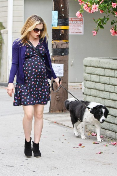 Anna Paquin looked sweet on her walk in this navy floral maternity dress.