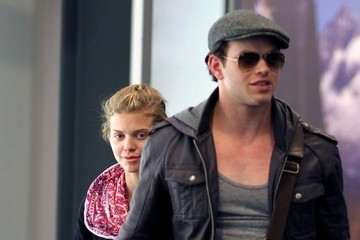 "AnnaLynne McCord Kellan Lutz ""Twilight"" Cast Lands in Vancouver"