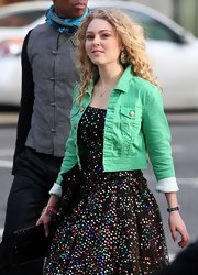 AnnaSophia Robb wore this green denim jacket on set of the 'Carrie Diaries.'