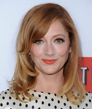 To complement her peachy skin tone, Judy Greer chose a matte coral lip color.