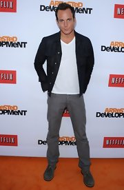 Will Arnett kept his evening look cool and relaxed with a dark-wash denim jacket over a plain white tee.