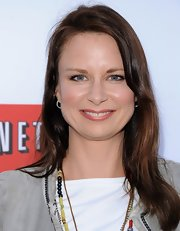 Mary Lynn Rajskub kept her evening look simple and low-key with this straight 'do.