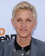 Ellen stuck to her signature layered cut for the 'Arrested Development' premiere in Hollywood.