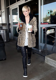 Ashlee Simpson Wentz added sizzle to her step with a pair of tight leather pants.
