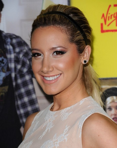 Ashley Tisdale Metallic Eyeshadow