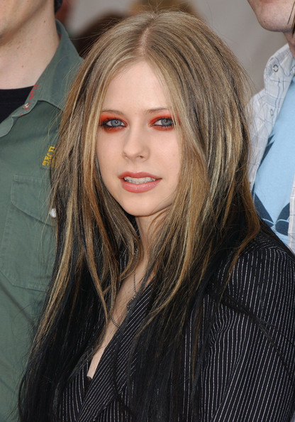 bright eyeshadow looks. Avril Lavigne Bright Eyeshadow
