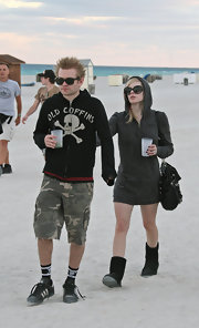 Avril wears black Ugg boots to the beach.