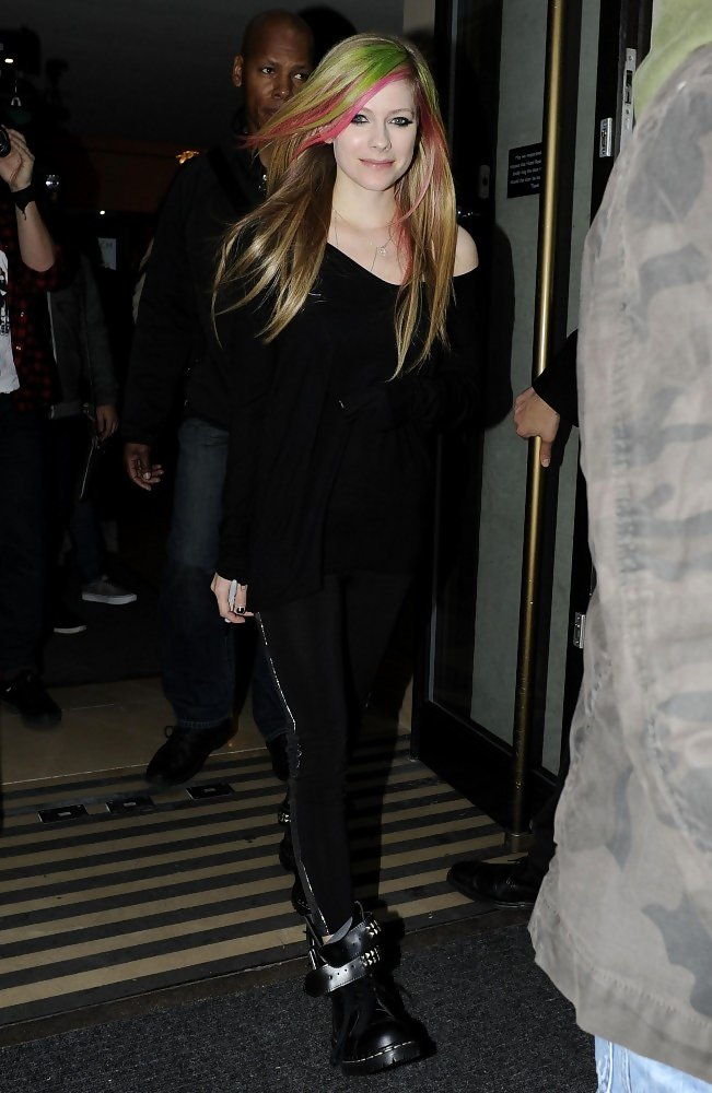 More Pics Of Avril Lavigne Leggings (6 Of 9)