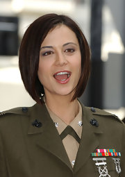 Catherine Bell looked so hip with her graduated bob.