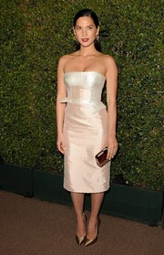 Olivia Munn made a fab choice with this subtly patterned pink and white strapless dress by Bibhu Mohapatra when she attended the Decades of Glamour Oscar party.