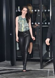 Kristen Stewart topped off her rocker look with leather cutout slingbacks.