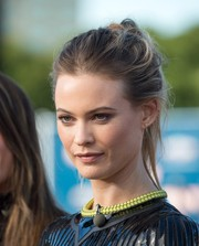 Behati Prinsloo went for edgy styling with this disheveled ponytail during her appearance on 'Extra.'