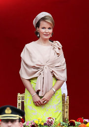 Princess Mathilde added some 'bling' with these dangling earrings.  Wow!