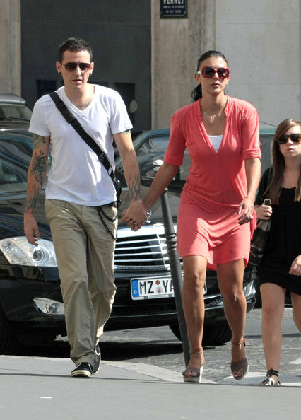 Talinda Bennington was summer-chic in a coral shirtdress.