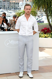 Ryan Gosling wore a pair of pristine white oxfords at the photo call of 'Blue Valentine' at the Cannes Film Festival.