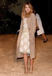 Suki Waterhouse was classic and stylish in a beige trenchcoat layered over a floral dress, both by Burberry, during the London in Los Angeles show.