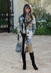 Naomi Campbell attended the London in Los Angeles show wearing a fun and chic printed trenchcoat by Burberry.