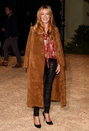 Cat Deeley arrived for the London in Los Angeles show wearing a tan Burberry suede coat draped over her shoulders.