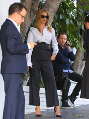 Rosie Huntington-Whiteley rounded out her look with a pair of blue Christian Louboutin So Kate pumps.