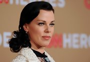 Actress Debi Mazar showed off a loose bun and sleek waves at the root while attending the CNN Heroes event.