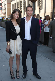 Shane West looked so dashing in a well-tailored navy pinstripe suit and white button-down shirt.