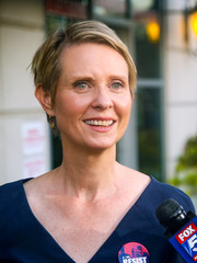 Cynthia Nixon stuck to her usual short side-parted 'do while attending a rally.