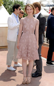 Mia was lacy and sweet at the Cannes Film Festival in a sweet retro dress.