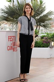 Sofia kept her look classic and sophisticated with this pair of straight-leg slacks.