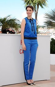 Berenice rocked this blue jumpsuit with black trim and a lovely tuxedo-style bib.
