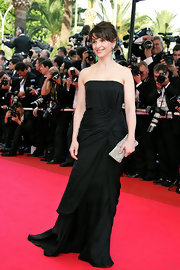 Juliette Binoche strutted down the red carpet at the premiere of 'My Blueberry Nights' in a classic black strapless dress.