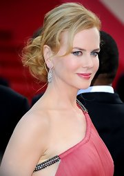 Nicole Kidman arrived at the Cannes premiere of 'The Paperboy' wearing her hair in a low loose bun.