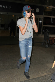 Cara Delevingne kept it relaxed in a plain gray tee during a flight to LAX.