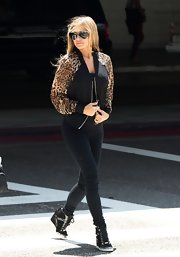 Carmen Electra showed off her wild side with this zip-up jacket that featured unique cheetah-print sleeves.