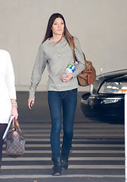 Jennifer Carpenter traveled in comfy footwear, opting for flat black leather boots with buckled detailing.